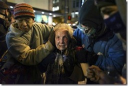 pepper spray 84 y-o occupy seattle 111511 (2)