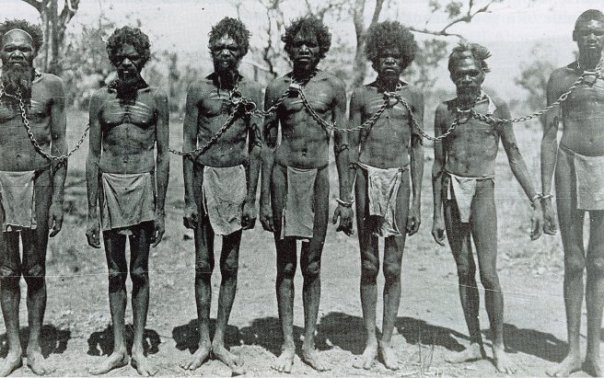 australia-aboriginals-chained-1906